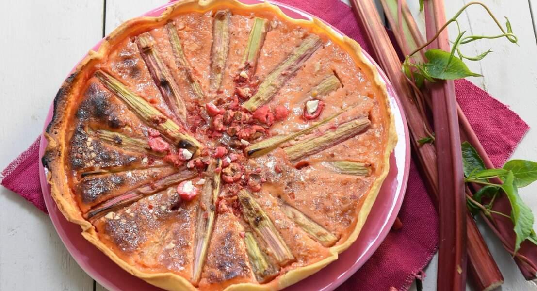 Tarte à la rhubarbe et aux pralines