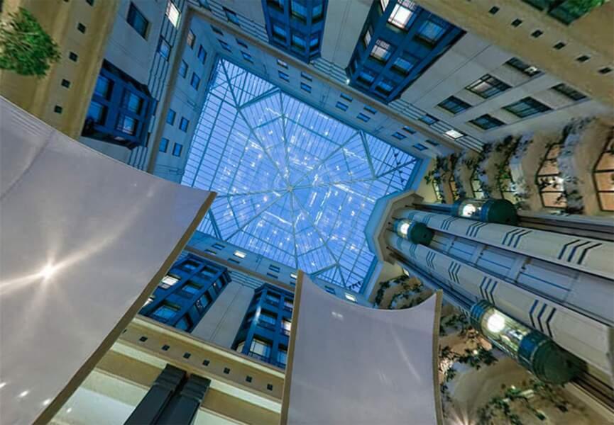Passez admirer le grand atrium de l'hôtel Radisson