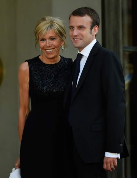 Brigitte Macron : l'attache élégante
