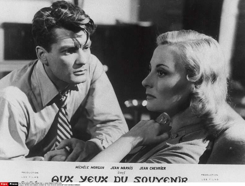 """Elle interprète une hôtesse de l'air amoureuse dans """"Aux yeux du souvenir"""" (1948), avec Jean Marais"""