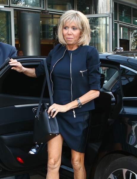 Brigitte Macron : le brushing naturel