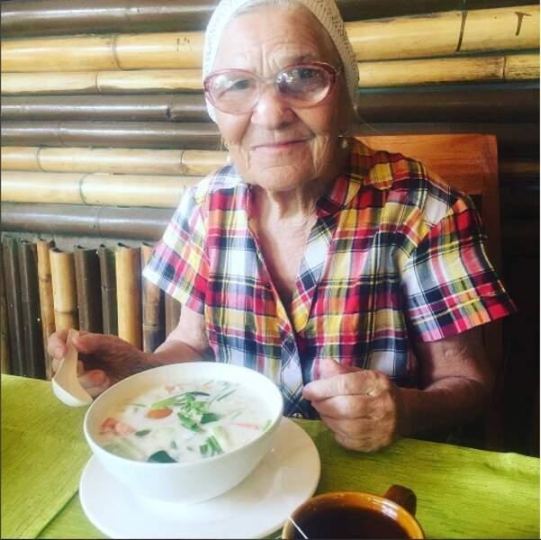 """L'occasion de tester la fameuse soupe locale """"tom kha kai"""", au poulet et lait de coco"""