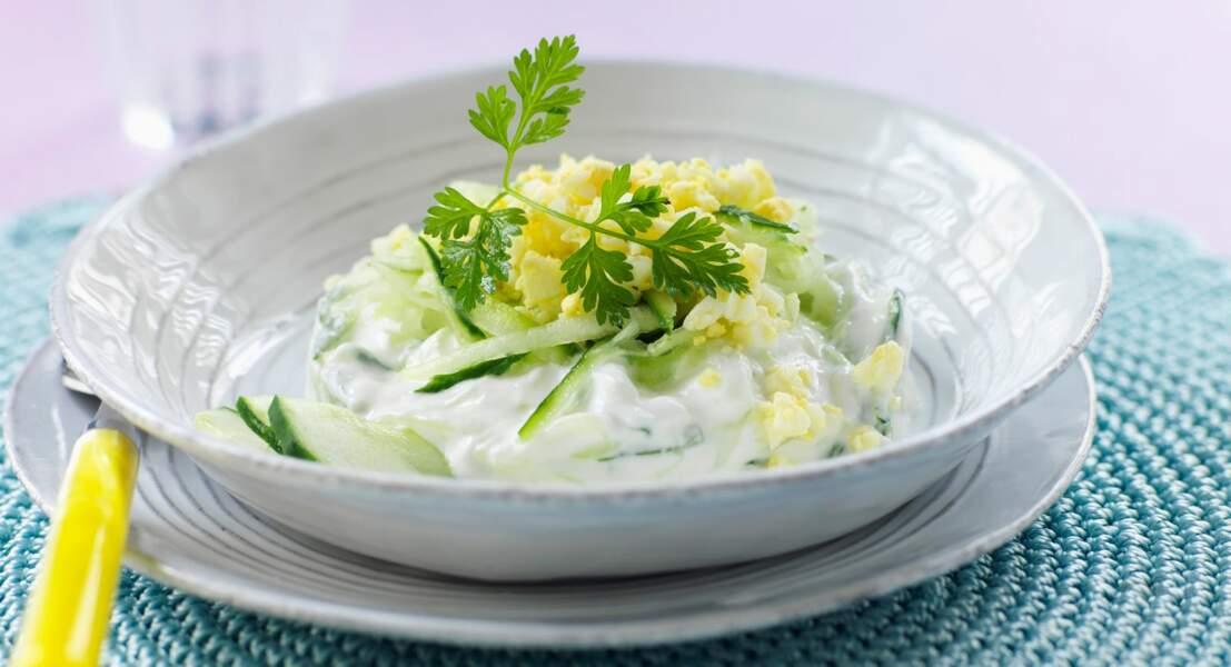 Salade de concombre à l'oeuf dur et au fromage blanc
