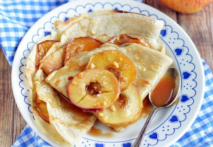 Crêpes aux pommes et au caramel salé vegans