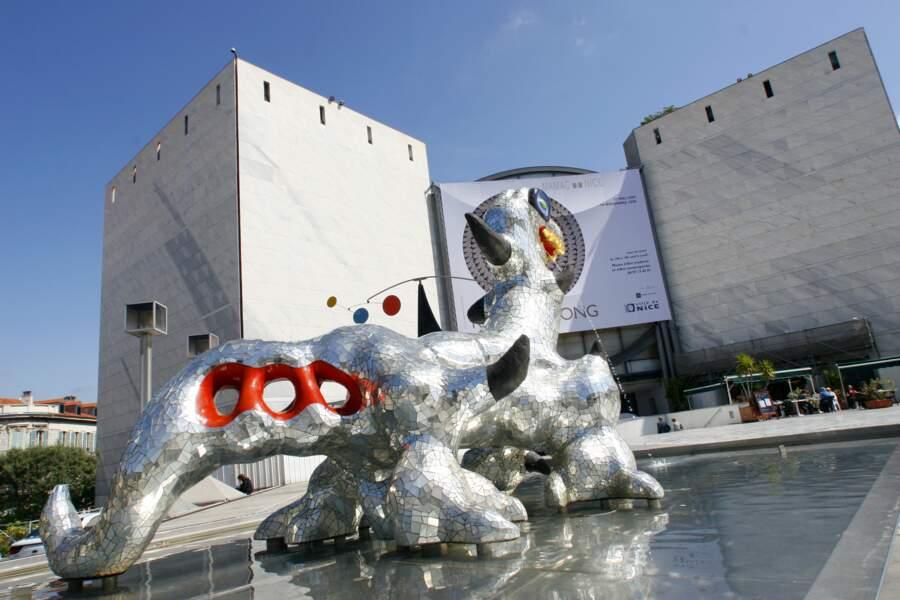 Musée d'Art Moderne et d'Art Contemporain, fontaine Niki de St Phalle