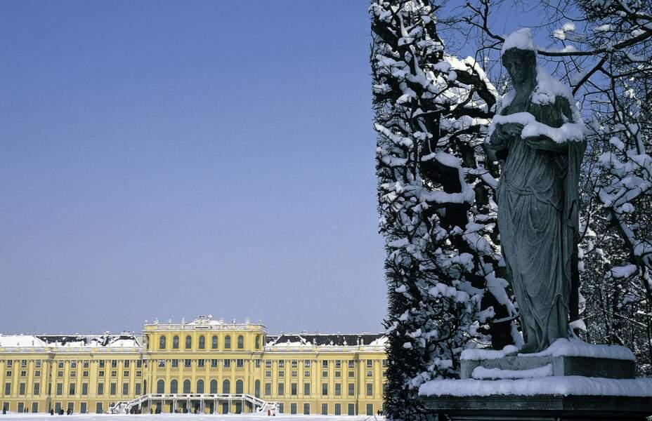 Château de  Schönbrunn et son parc sous la neige