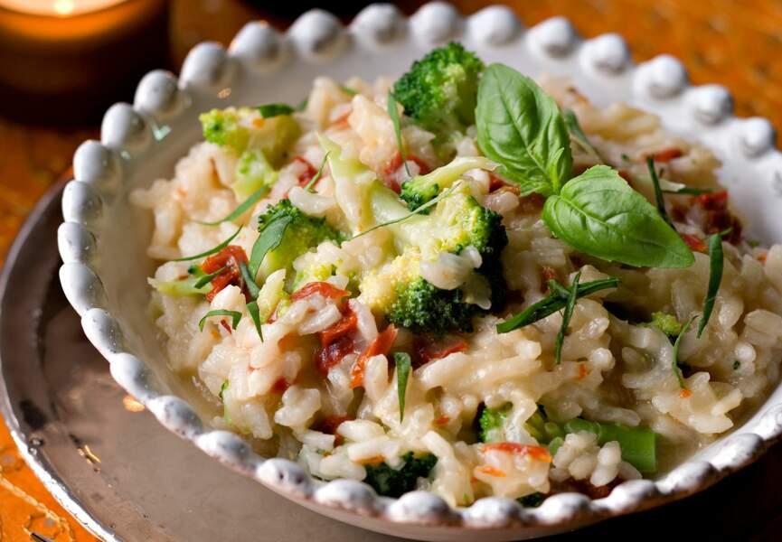Le risotto aux tomates séchées et aux brocolis