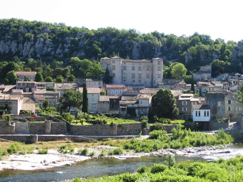 Vogüé, un des villages médiévaux les plus pittoresques de l'Ardèche