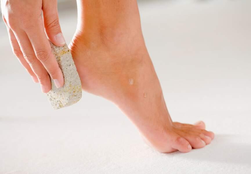 Jolis pieds : lissez votre peau en douceur