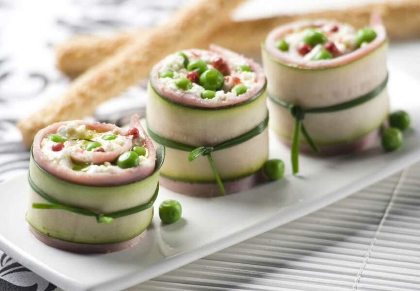Roulés de courgette au jambon, fromage frais et pois croquants