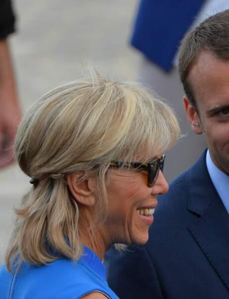 Brigitte Macron : la coque volumineuse