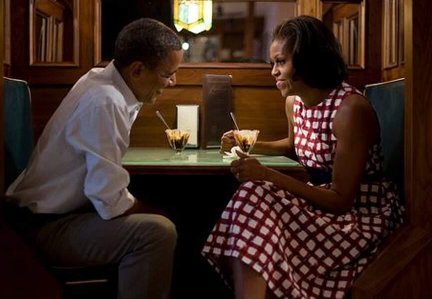 Barack et Michelle Obama se connaissent depuis le début des années 90. Elle est avocate de formation, et née en 196
