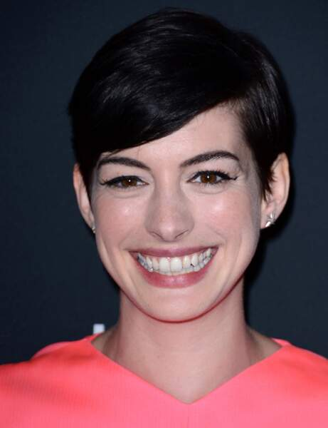 La coupe courte déstructurée d'Anne Hathaway