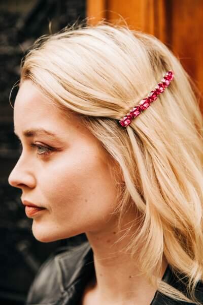 La barrette bijoux glamourise une tenue
