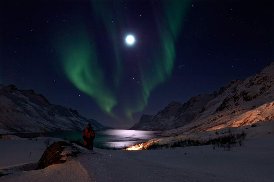 L'aurore avait rendez-vous avec la lune, ici à Tromso, dans la région arctique