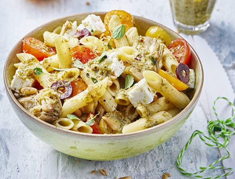 Salade de penne aux tomates, artichauts, feta et tapenade