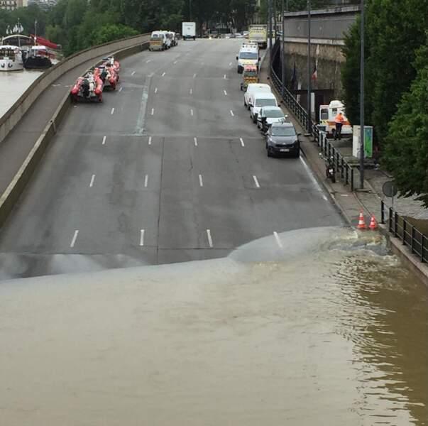 La Seine empiète aussi sur la bretelle du pont d'Austerlitz