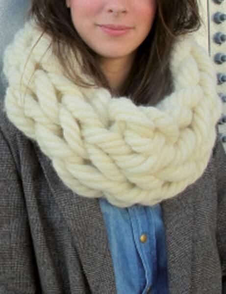 Modèle de tricot gratuit : le snood tricoté avec les bras !