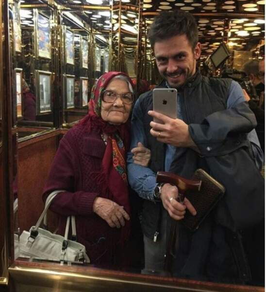Coup de com' ou belle histoire ? Elle sait en tout cas choisir les hommes avec qui elle prend des selfies !