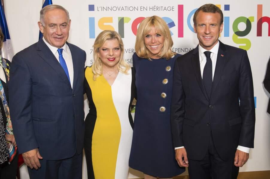 Brigitte Macron en robe marine