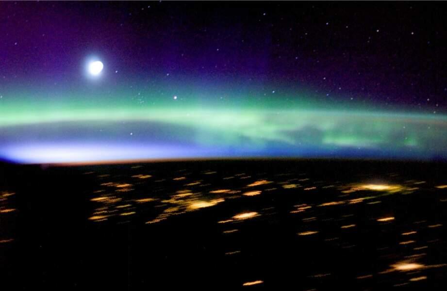 Observation d'une aurore boréale du pôle nord depuis la station spatiale internationale (2005)