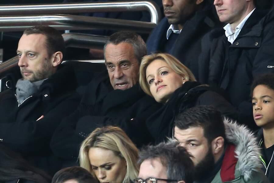 Thierry Ardisson et Audrey Crespo-Mara amoureux dans les tribunes du match PSG-Reims (2016)