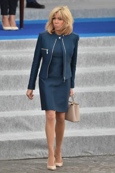 Brigitte Macron en bleu marine
