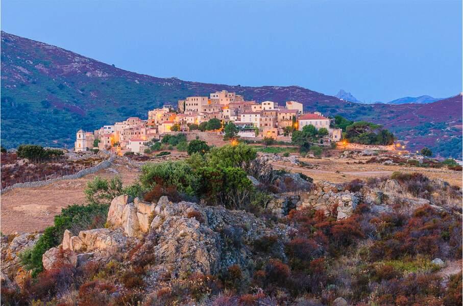 Sant'Antonino, l'un des plus vieux villages corses, perché à plus de 500 mètres au-dessus de la plaine de Balagne