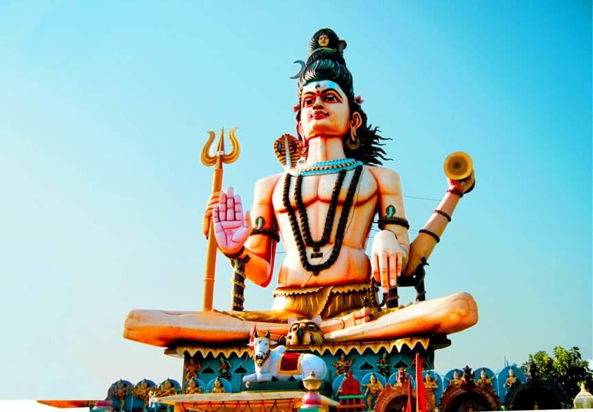 Statue de Shiva à Omkareshwar