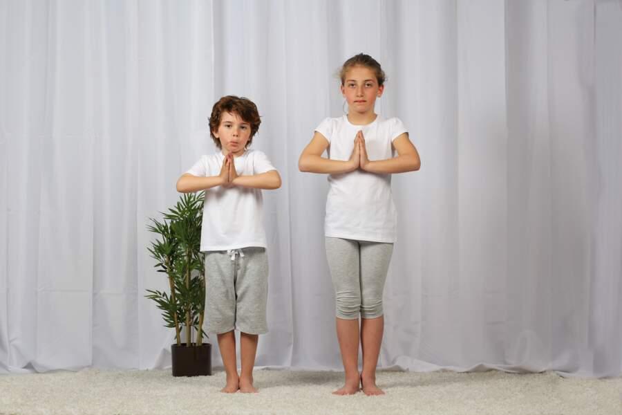 Yoga pour enfant : la position de la montagne