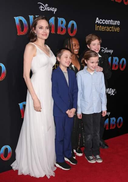 Angelina Jolie avec Zahara (14 ans), Shiloh (12 ans) et les jumeaux Knox Léon et Vivienne Marcheline (10 ans)