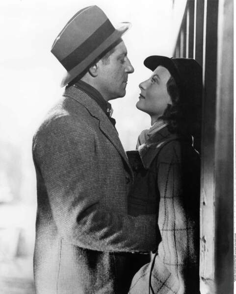"""""""T'as de beaux yeux, tu sais"""", la réplique qui l'a rendue célèbre dans """"Le Quai des brumes"""", avec Jean Gabin"""