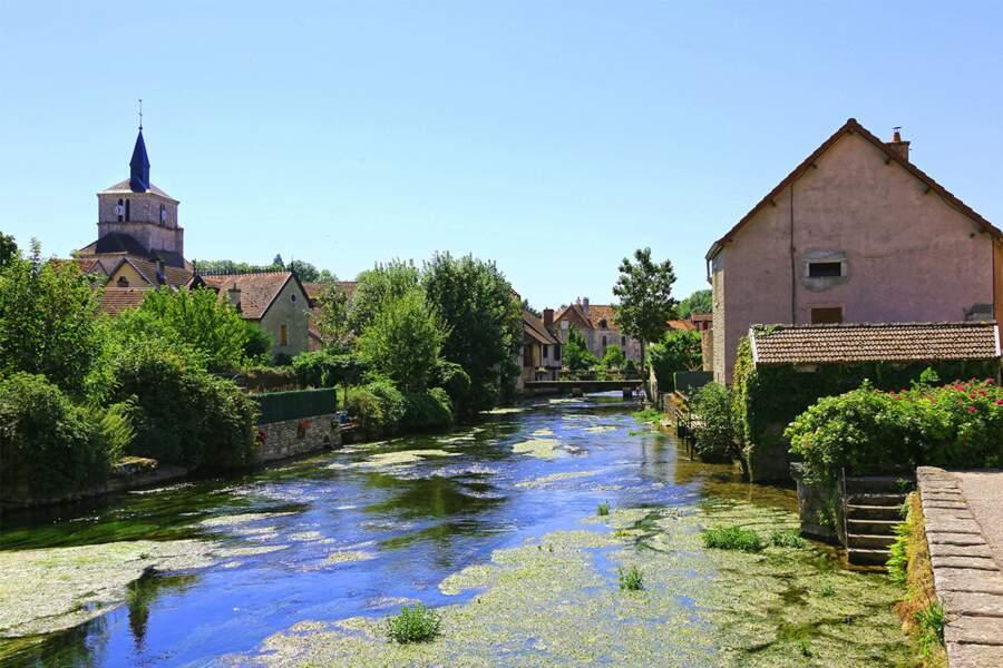 Bèze, village médiéval construit autour d'une source vauclusienne