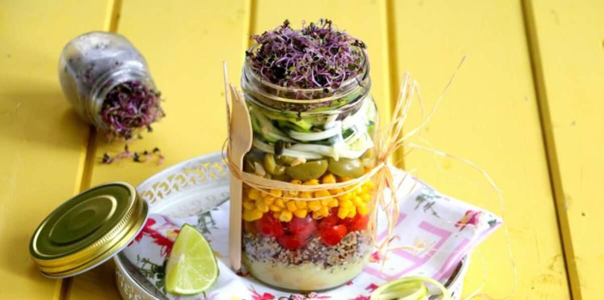 Salad Jar d'été au chou rouge germé