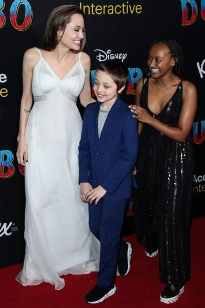 Angelina Jolie avec Knox Léon (10 ans) et Zahara (14 ans) à l'avant-première de Dumbo le 11 mars 2019
