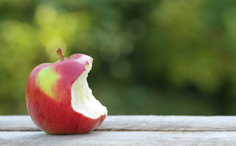 Croquer une pomme avant le réveillon