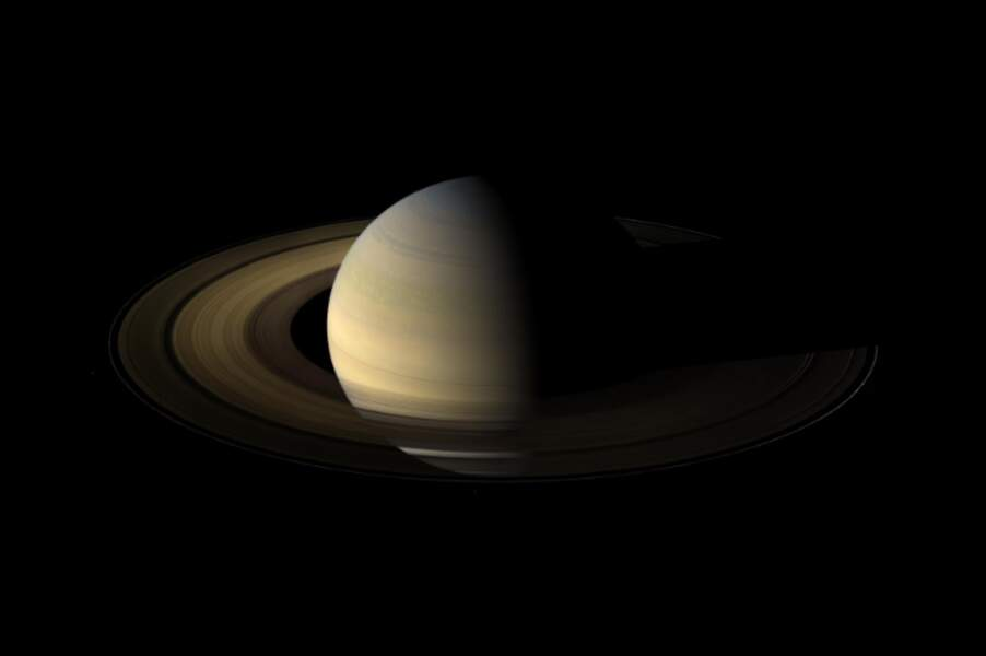 Saturne au cours de l'un de ses équinoxes (2009)
