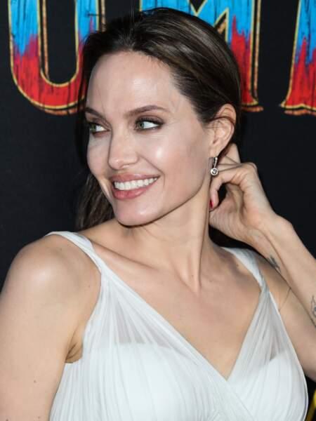 Angelina Jolie radieuse sur le tapis rouge