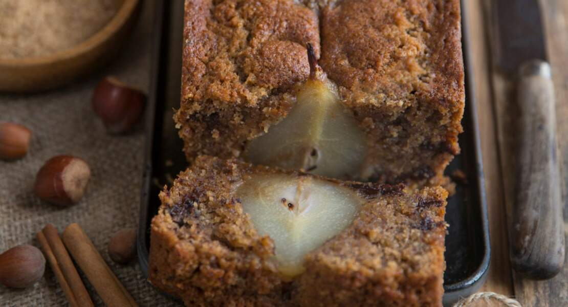 Cake au muscovado & poires pochées