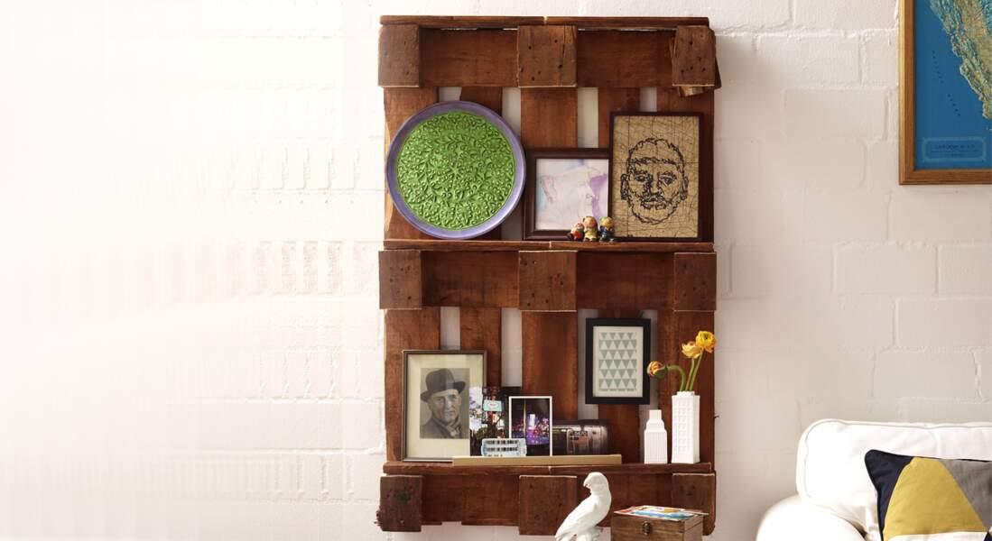 Upcycling : une étagère en bois récup