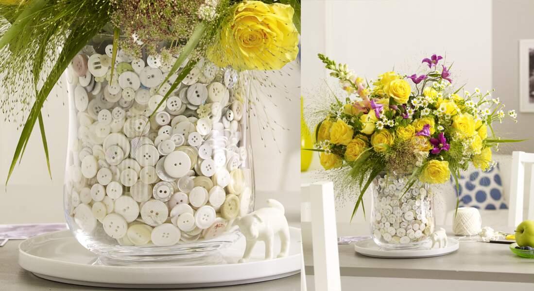 Un vase customisé avec des boutons