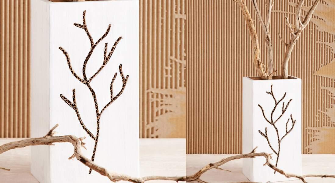 Nature et poétique, un vase en carton