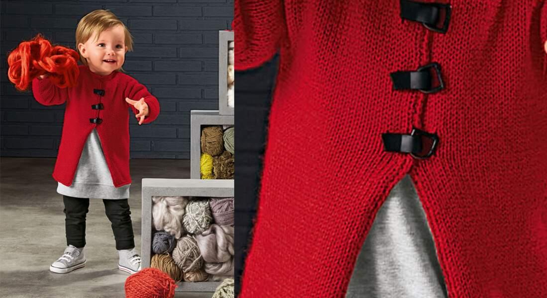 Le manteau rouge layette au tricot et crochet