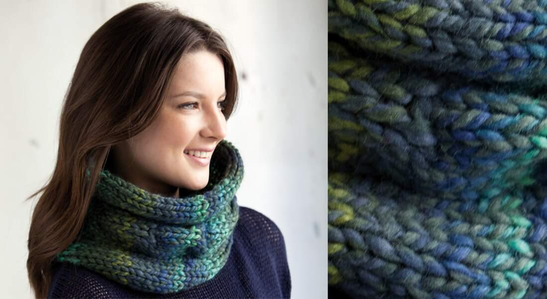 Modèle de tricot gratuit : le snood en jersey bleu et vert