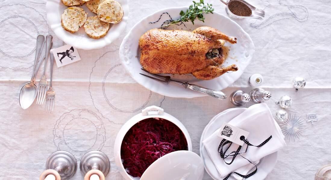 Canette rôtie à la marjolaine, chou-rouge braisé