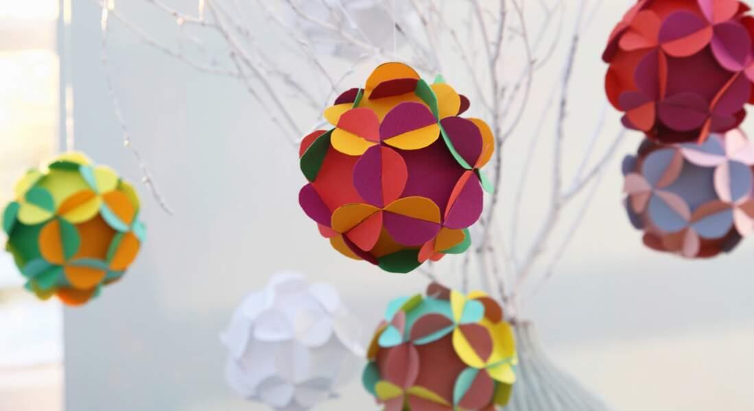 """Des boules """"fleurs"""" en papier"""