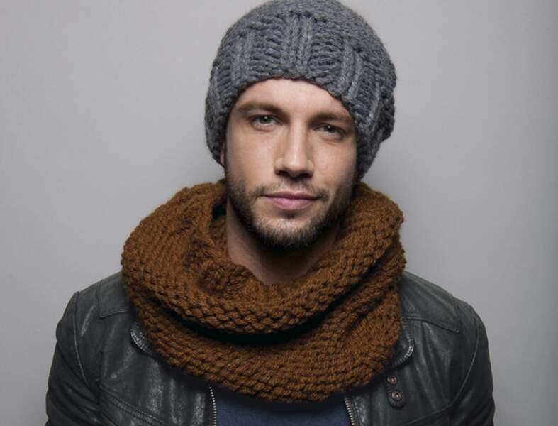 Modèle de tricot gratuit : un bonnet et un snood à tricoter pour monsieur