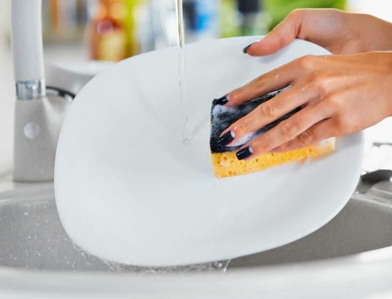 Nos éponges sont encore plus dégoûtantes que notre vaisselle sale