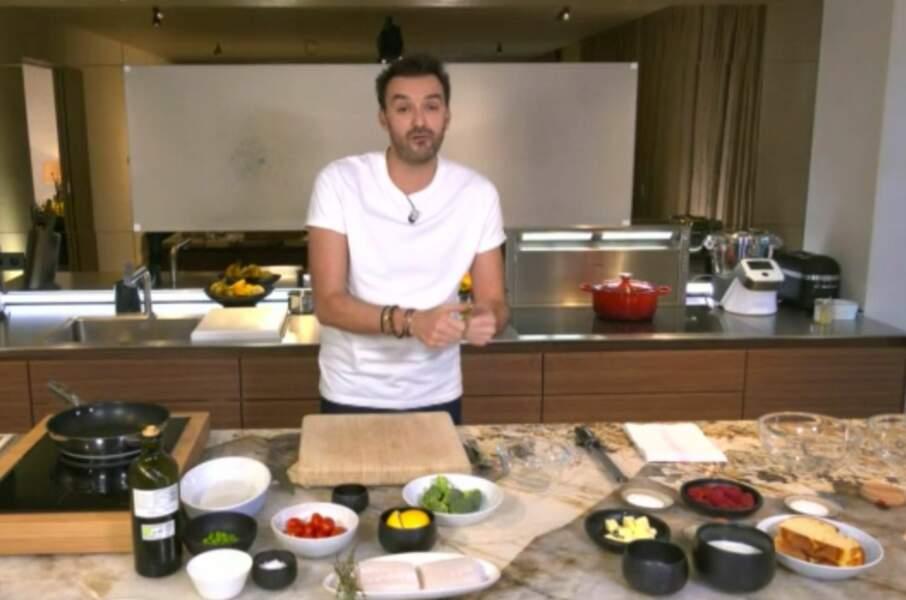 """""""Tous en cuisine"""" : la recette du biscuit roulé aux fraises et chantilly légère de Cyril Lignac"""