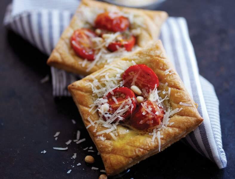 Tartes aux tomates cerise, pignons et parmesan